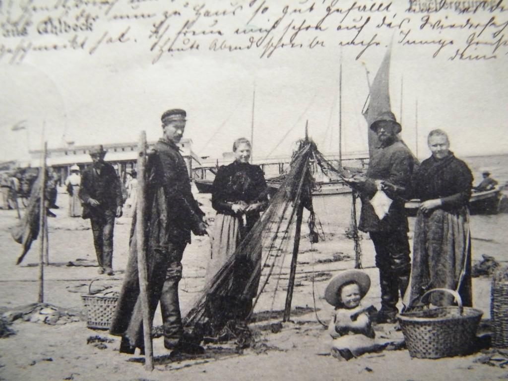 Ahlbeck historische Postkarte Fischer am Strand